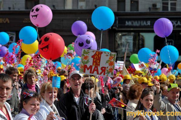 Больше 50 тысяч жителей брянска пришли 9 мая в центр города, чтобы отпраздновать день победыфото